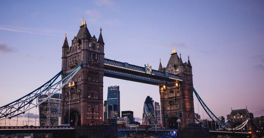 Reino Unido impõe quarentena de 14 dias para viajantes