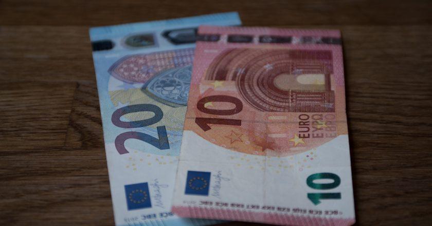 Governo português anuncia aumento de 30 euros no salário mínimo