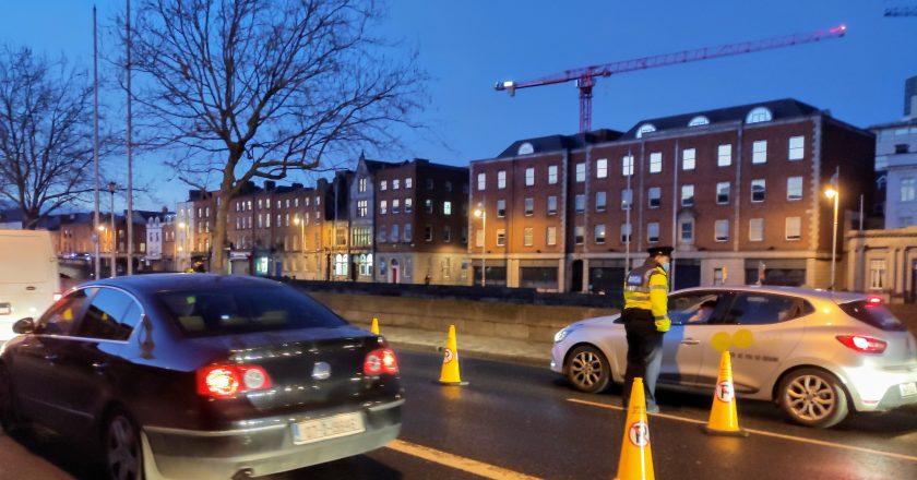 Mil pessoas são multadas por furar lockdown na Irlanda nos últimos 10 dias