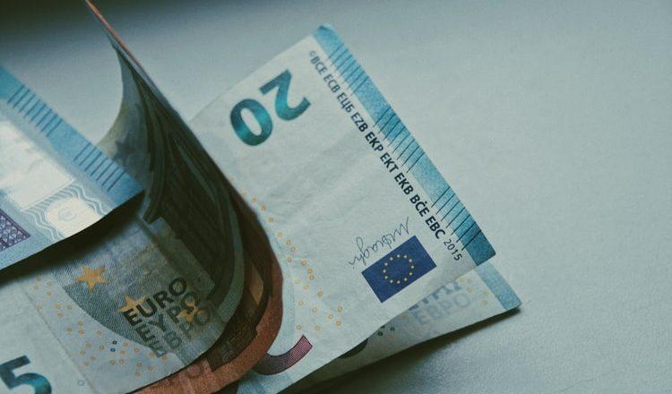 Brexit: conheça as taxas cobradas por bancos da Espanha para transferências
