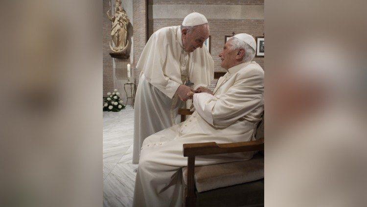 Papa Francisco toma primeira dose da vacina contra Covid-19