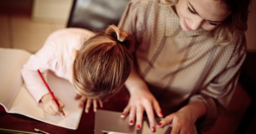 Portugal vai pagar 100% do salário de mães que cuidam sozinhas dos filhos