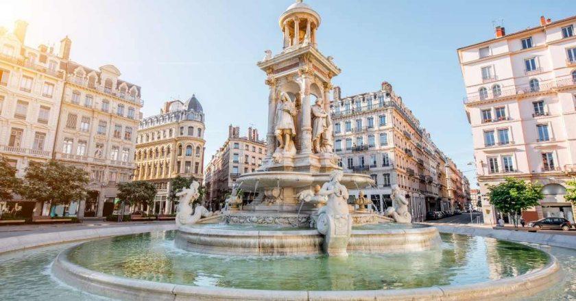 Pandemia: França coloca mais 2 milhões de pessoas sob confinamento