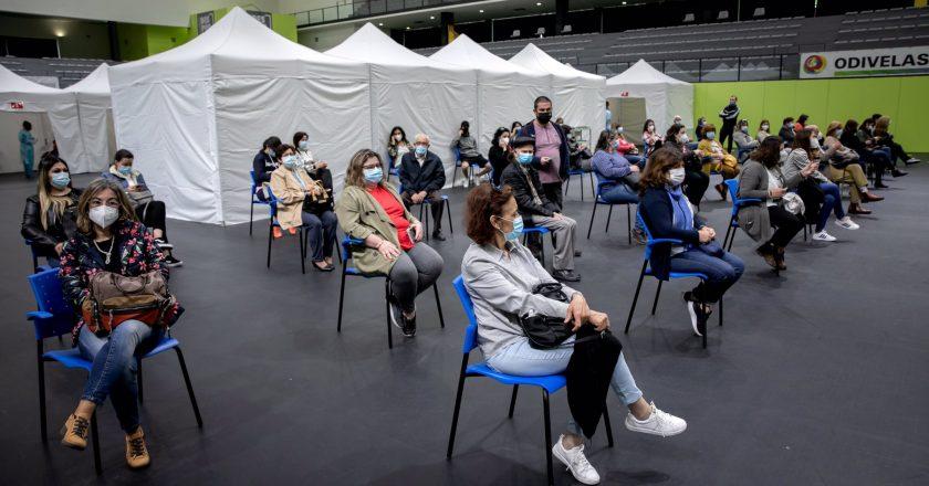 Portugal vacina 70 mil profissionais de educação neste final de semana