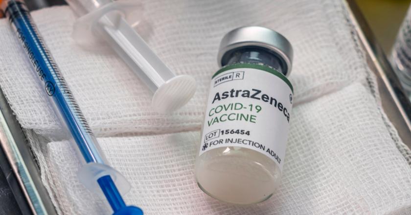 Reino Unido suspende vacina AstraZeneca para menores de 30 anos
