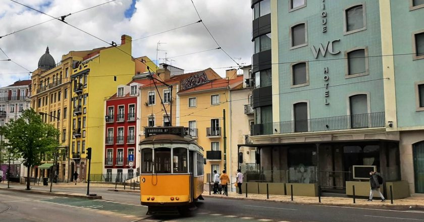 Lojas e centros comerciais reabrem na segunda-feira em Portugal