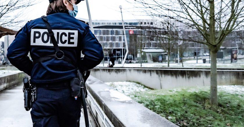 Polícia francesa vai checar à domicílio quarentena de viajantes do Brasil