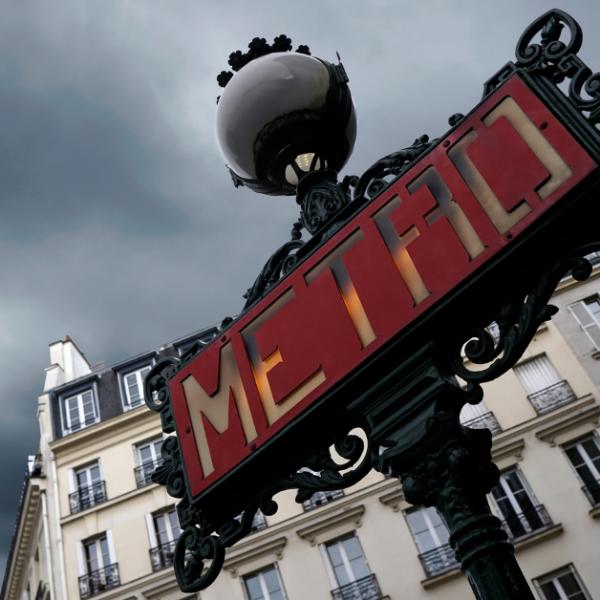França expulsa espanhol que empurrou mulher em escadaria do metrô