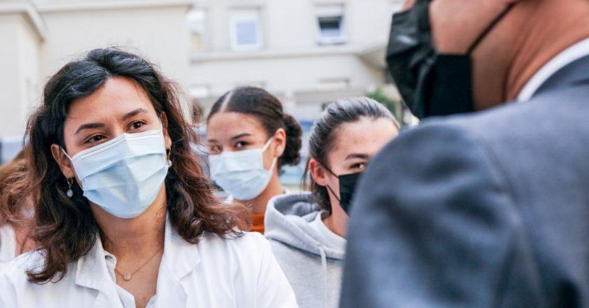 Covid-19: França abre vacinação a maiores de 18 anos no dia 12 de maio