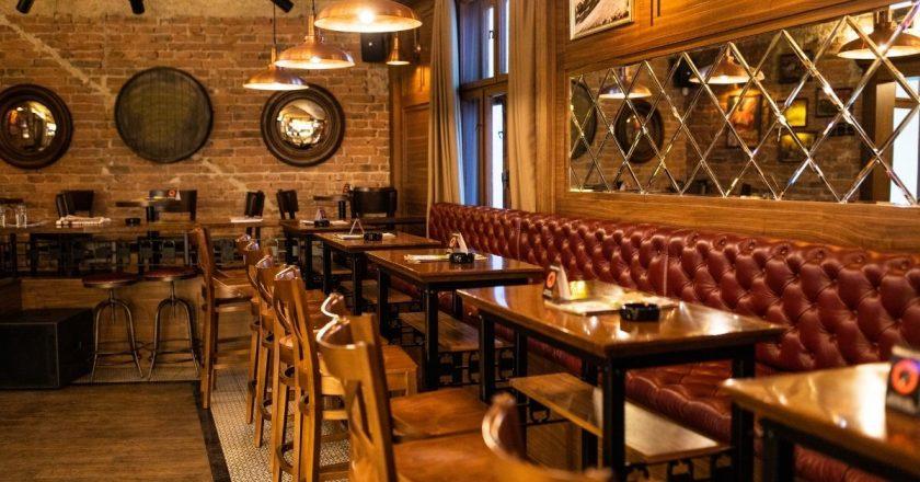 Irlanda adia volta de atendimento interno em pubs e restaurantes