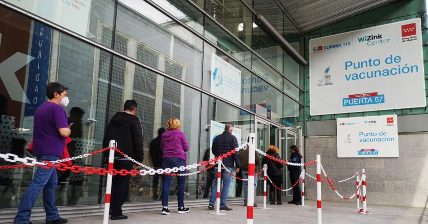 Covid-19: Hospital de Madri lança serviço de vacinação 24 horas