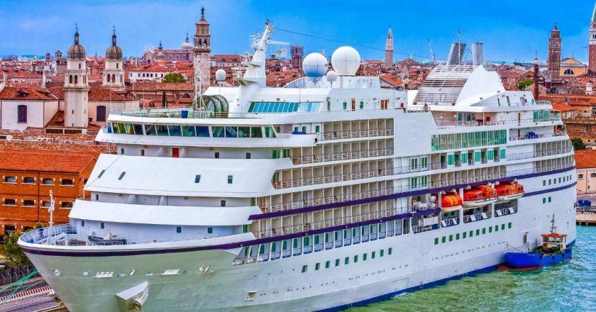 Governo da Itália proíbe circulação de grandes navios em Veneza