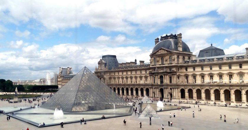 Certificado Covid-19 entra em vigor para cinemas e museus na França
