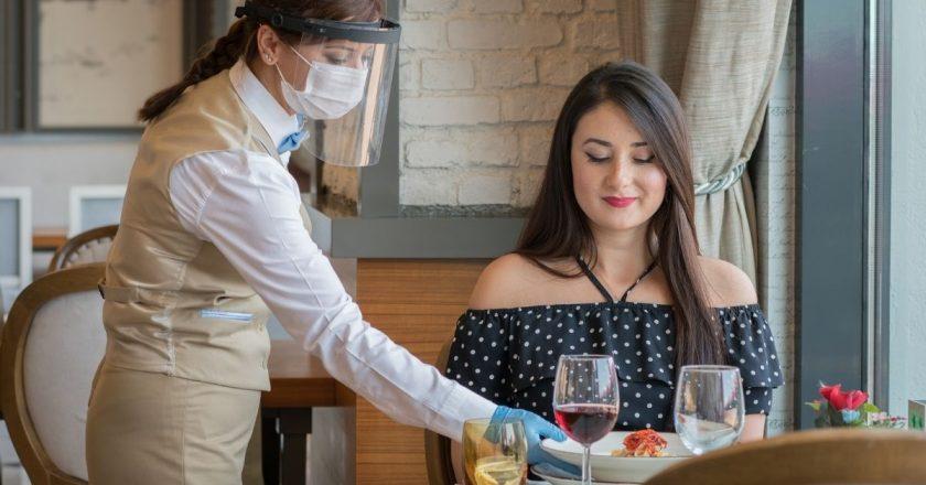 Irlanda: restaurantes reabrem área interna para vacinados nesta segunda