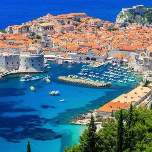 Croácia impõe quarentena obrigatória a turistas vacinados do Brasil