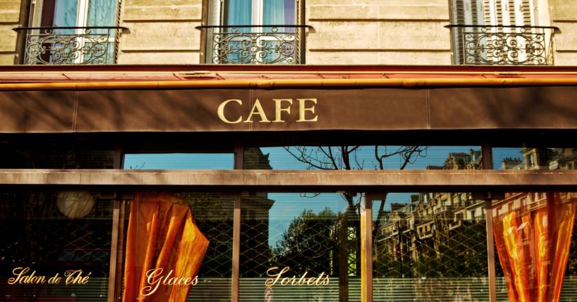 França vai exigir certificado Covid-19 em restaurantes a partir de agosto