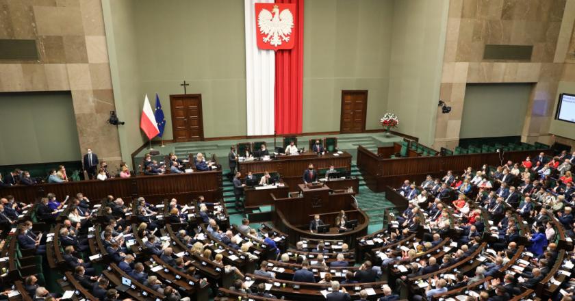 Polônia: deputados aprovam projeto que facilita nacionalização da mídia
