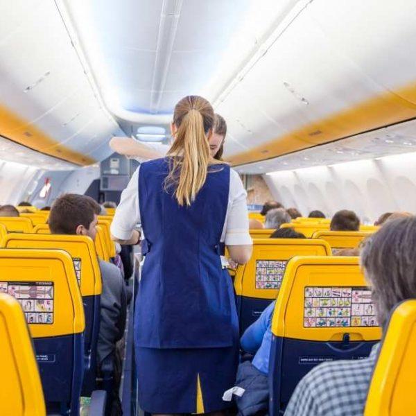 Vacinação e reabertura ao turismo triplica voos entre países europeus