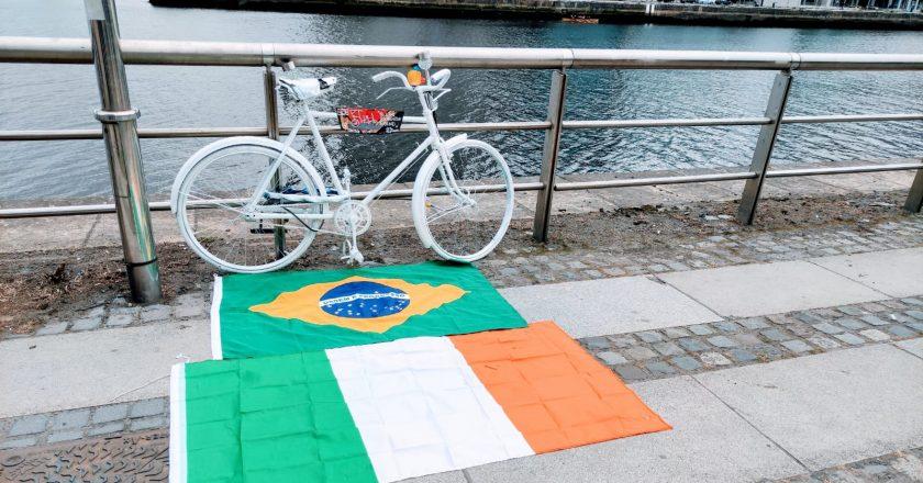 Brasileiros homenageiam ciclista morto em atropelamento há um ano em Dublin