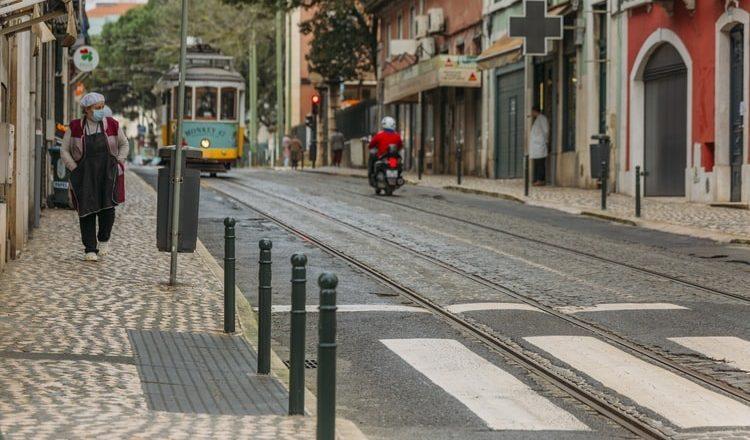 Portugal retira obrigatoriedade de máscara na rua a partir deste domingo