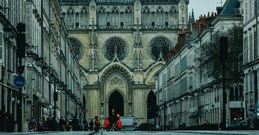 Comissão revela que 216 mil menores foram abusados em igrejas francesas nos últimos 70 anos