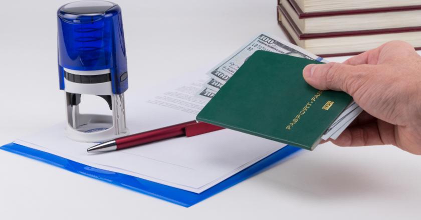 Portugal: Justiça condena trio por falsificar documentos para imigrantes